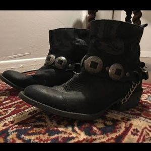 Coconuts by Matisse black Concho bootie boots 8.5